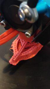 Bijuteria 3D incepe sa prinda contur pe masa imprimantei 3D